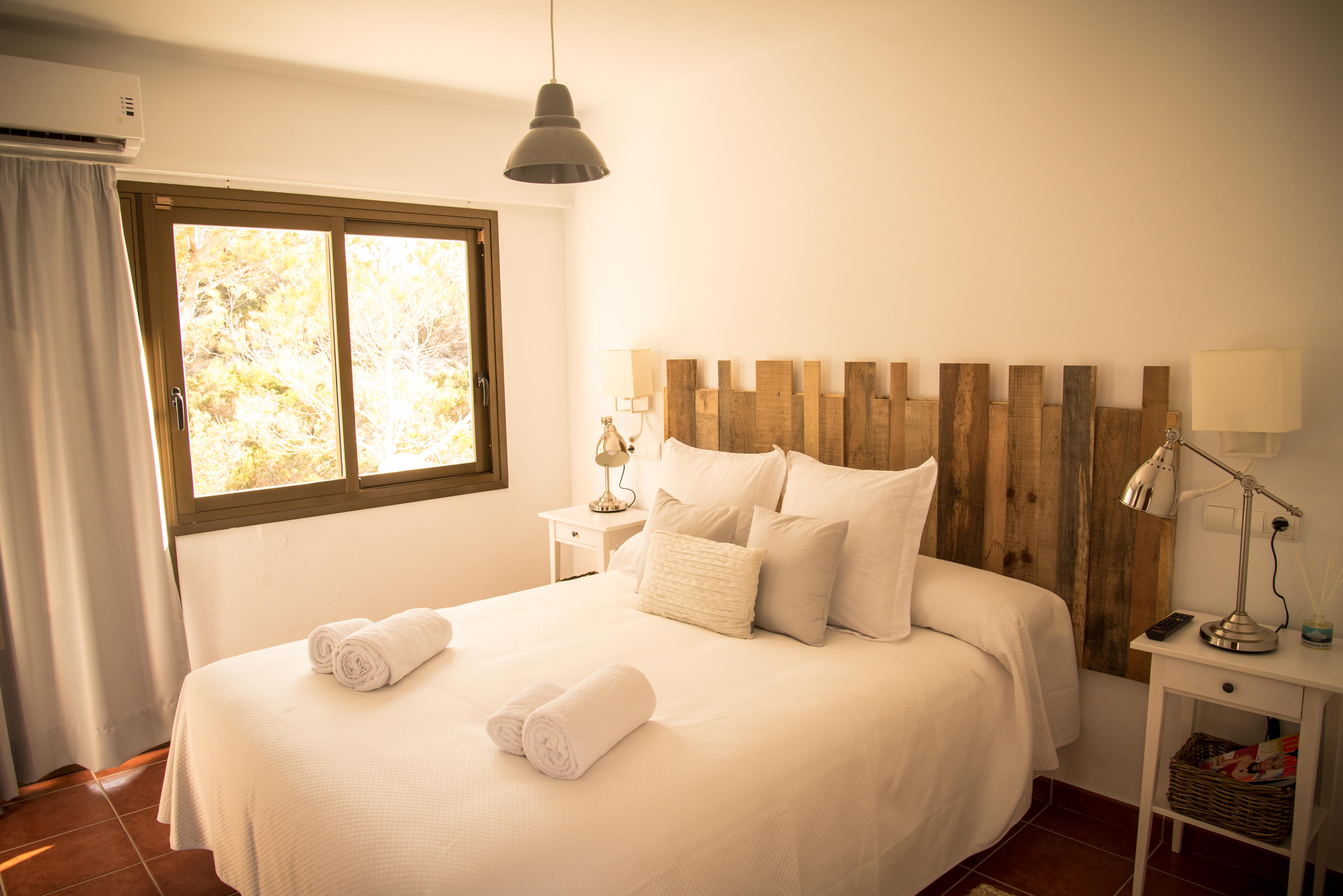 Double room with breakfast included and free car rental